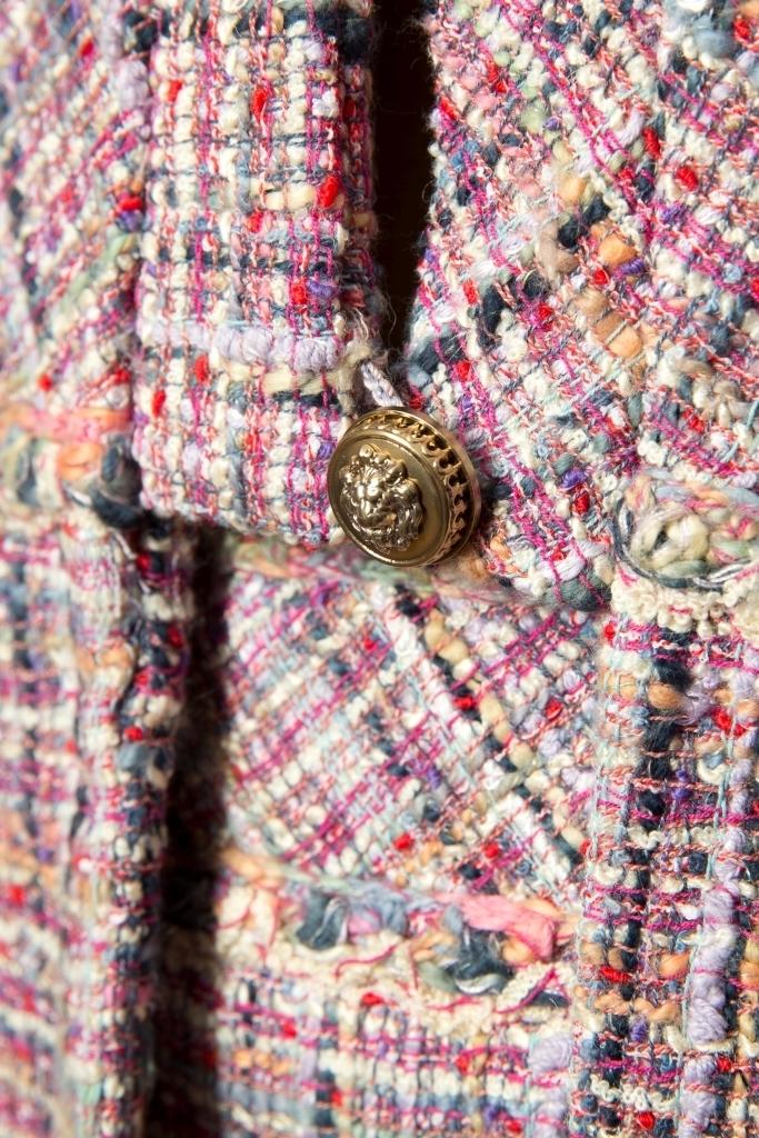 Изысканный костюм из твида от Chanel, 34, 48 размер.