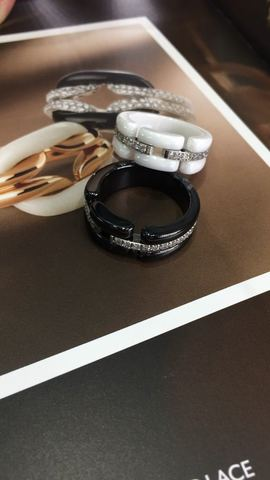 Кольца Chanel Ceramic