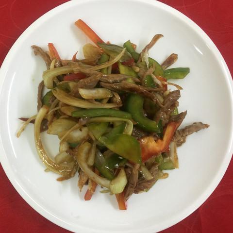 Утка с овощами под соусом