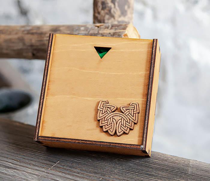 BOX232-2 Деревянная подарочная коробка для браслета (9,5*9,5*3,5 см)