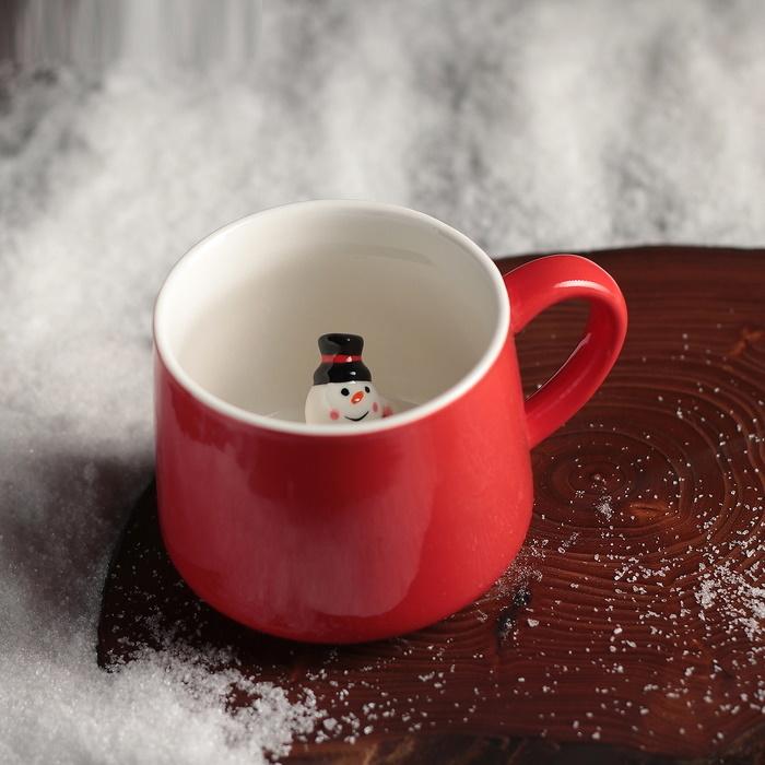 Красная кружка с сюрпризом на дне Снеговик 350 мл фото
