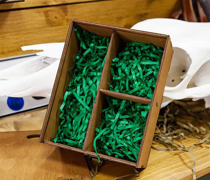 BOX245-2 Подарочная коробка из дерева с тремя отделениями внутри, А6 (19*15*8,5 см)