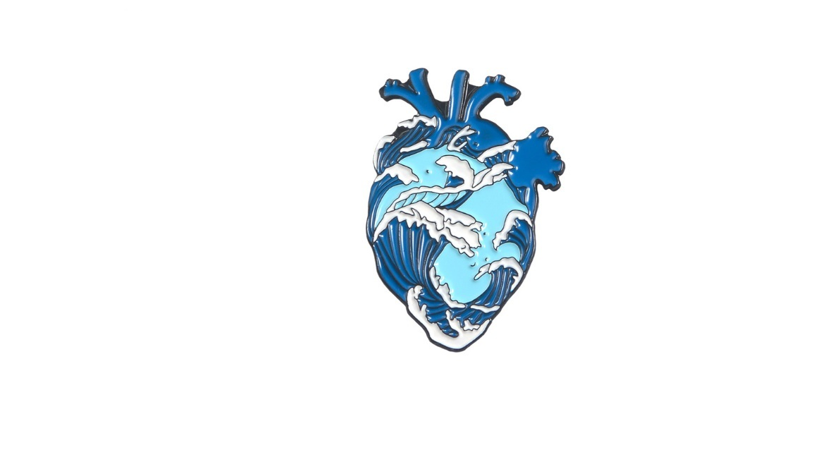 Брошь сердце океан