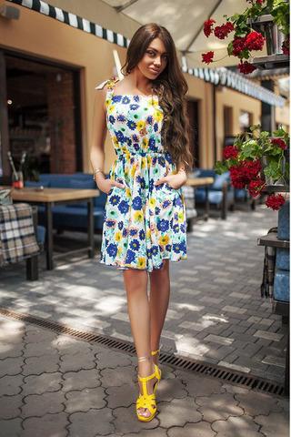 Короткое летнее платье с принтом синие Цветы
