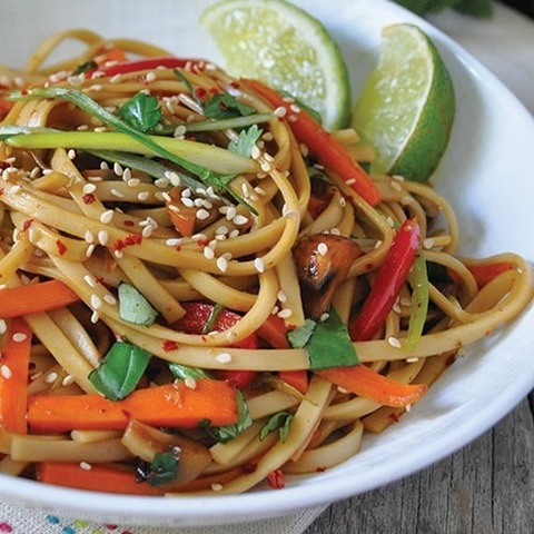 https://static-ru.insales.ru/images/products/1/4716/90968684/noodles_with_sweet_soy_sauce.jpg