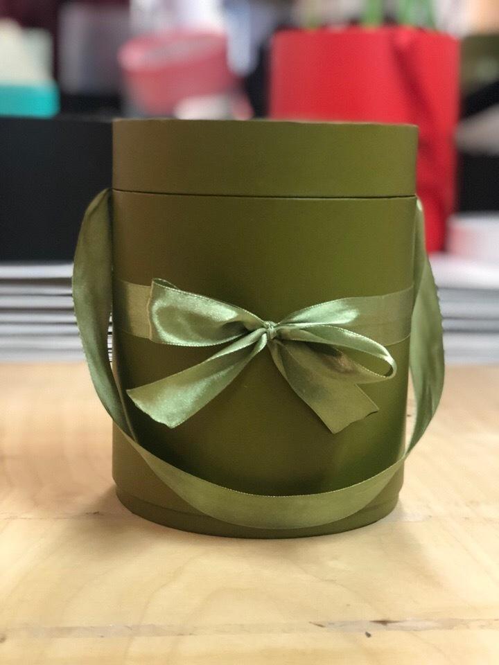 Шляпная коробка D 20 см .Цвет: Болотный . Розница 390рублей