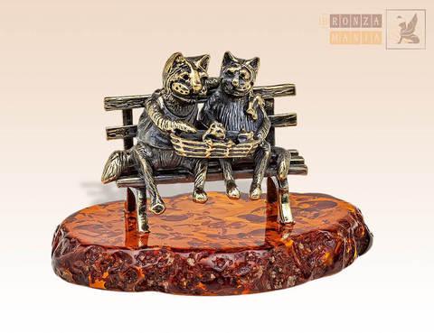 фигурка Кот и кошка с котятами в корзинке на янтаре