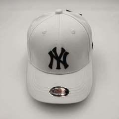 Кепка с вышитым логотипом Нью-Йорк Янкиз (Бейсболка New York Yankees) белая