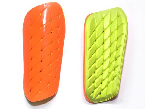 Щитки футбольные. Материал: пластмасса, пенорезина. Размер S. HT-FD