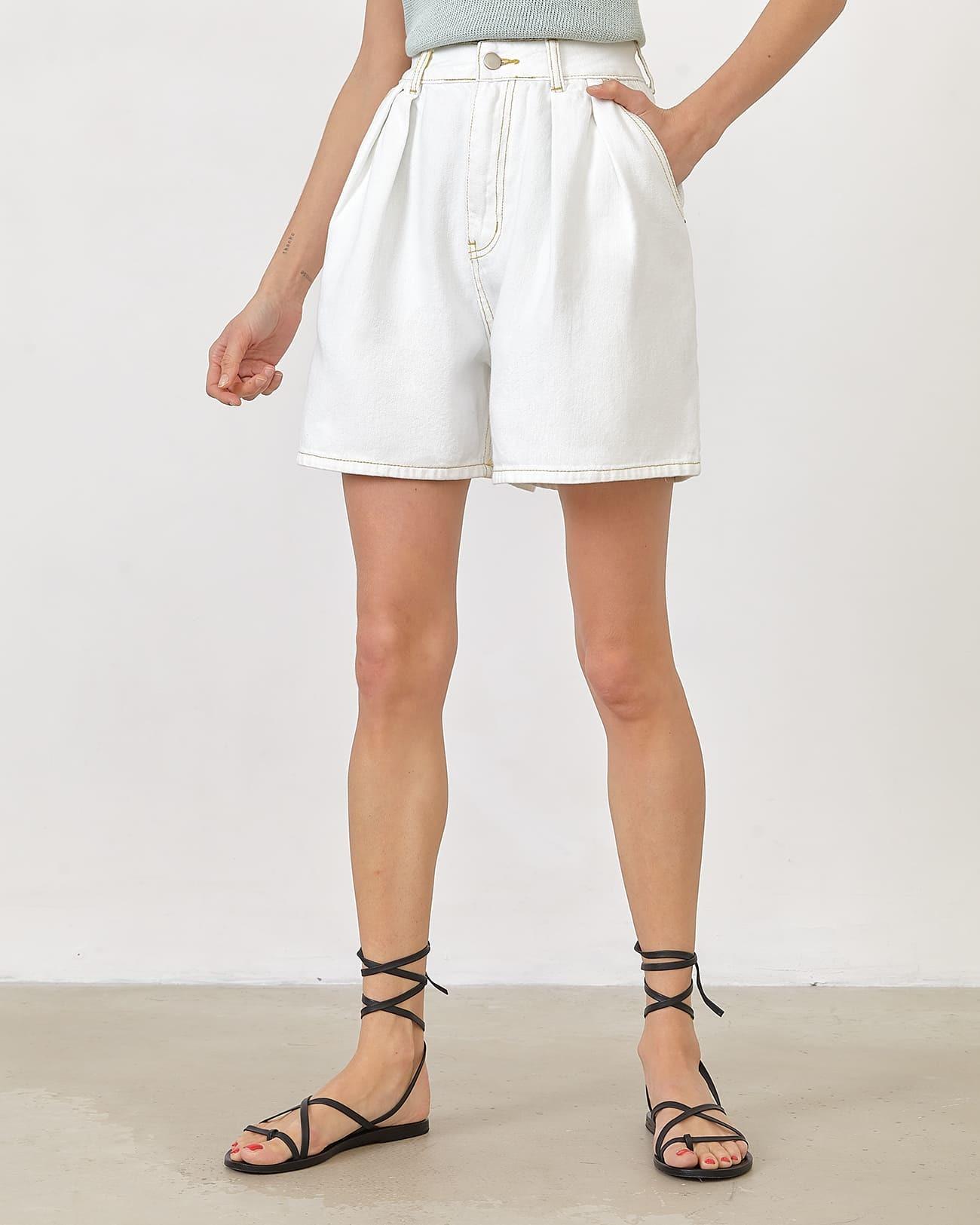 Джинсовые шорты широкие белого цвета фото