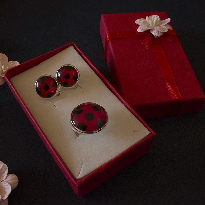 Набор: клипсы и кольцо Леди Баг (1 ракурс) - купить в интернет-магазине kinoshop24.ru с быстрой доставкой