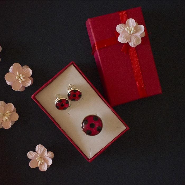 Набор: клипсы и кольцо Леди Баг (2 ракурс) - купить в интернет-магазине kinoshop24.ru с быстрой доставкой