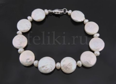 белый браслет из плоского жемчуга