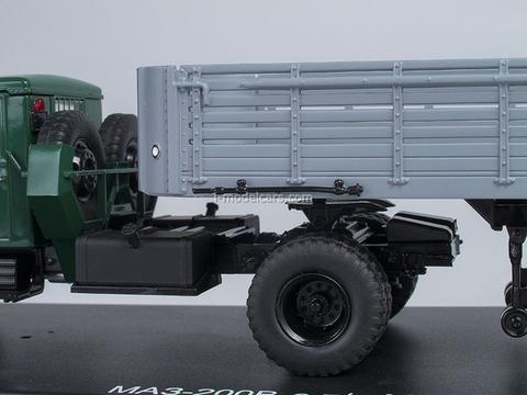 MAZ-200V with semitrailer MAZ-5215 1:43 Start Scale Models (SSM)