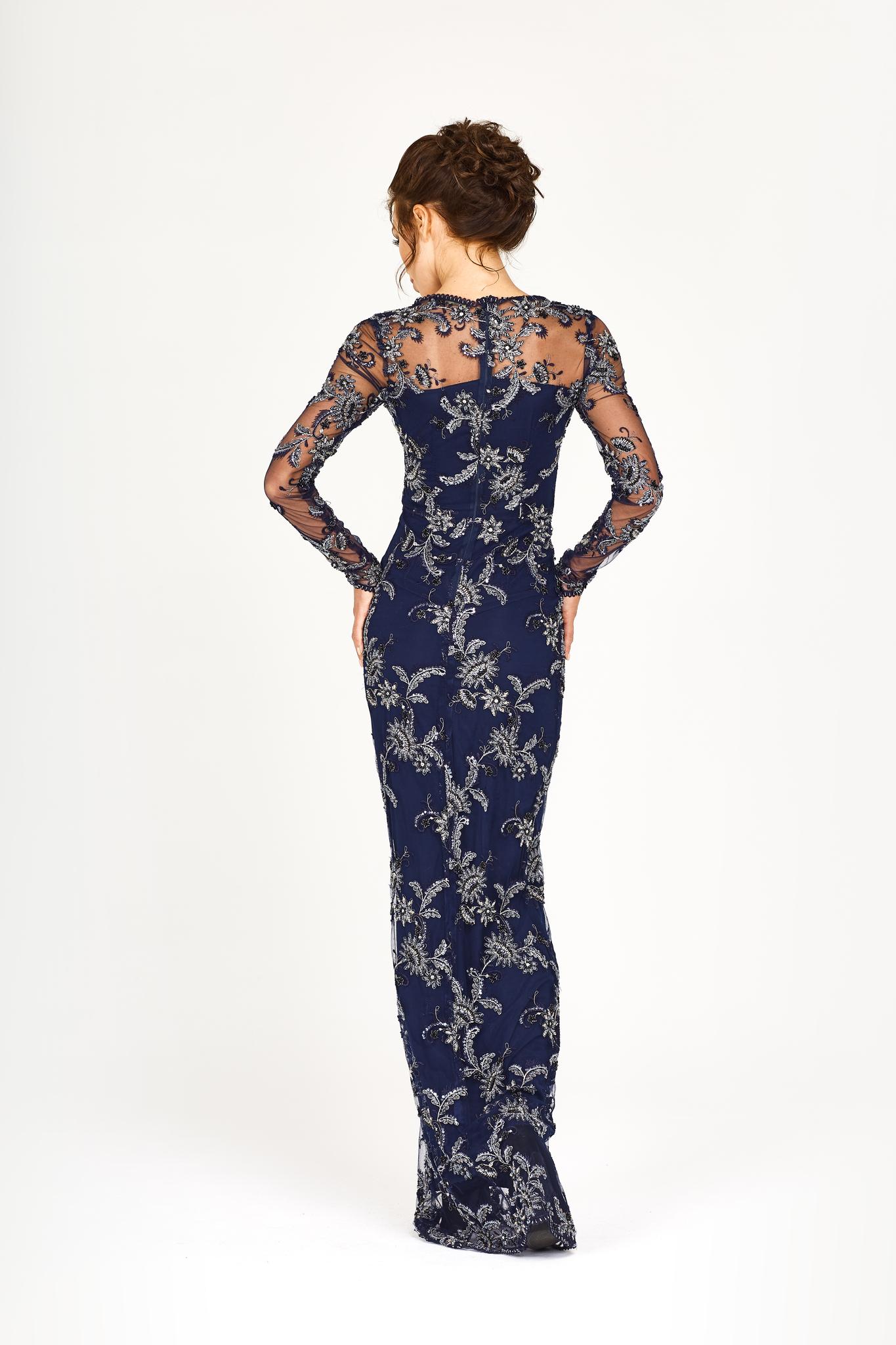 Платье с узорной вышивкой