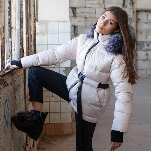 Подростковая зимняя куртка белого цвета на девочку