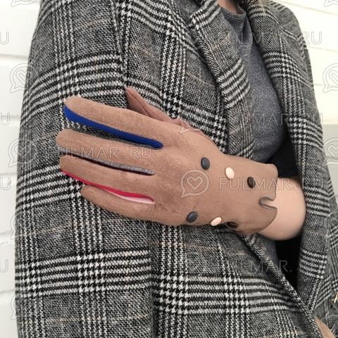 Женские перчатки с цветными пуговицами Коричневые