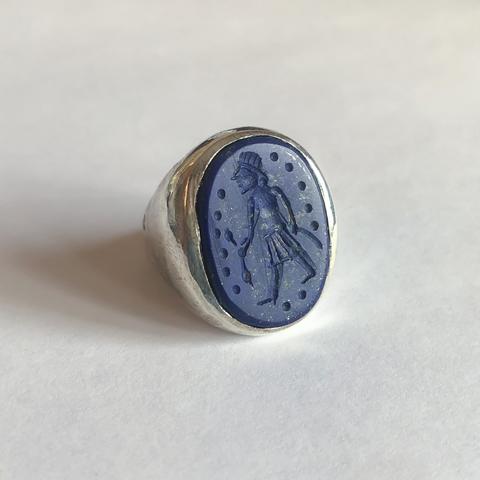 Кольцо-печатка с инталией 18.5 (лазурит, овал)
