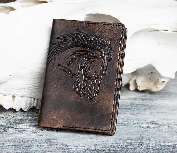 Boroda Design, Обложка из кожи с тиснением в виде коня