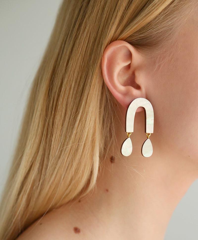 Серьги Waterfall Arch Earrings Mother of Pearl