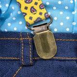 Кот Басик в джинсах с подтяжками