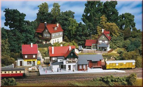 Небольшая деревня с Вокзалом, (TT)