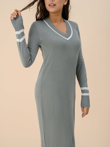 Женское платье серого цвета из шерсти - фото 4