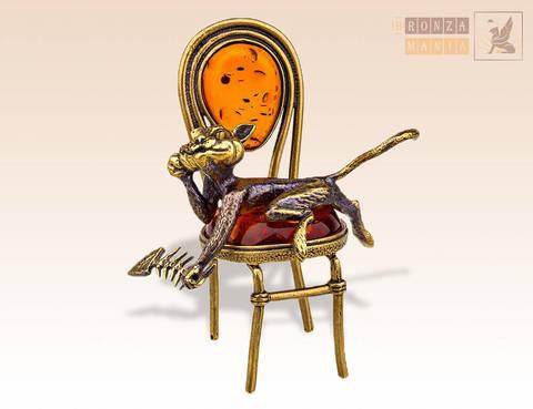 фигурка Кот с рыбьим скелетом на стуле