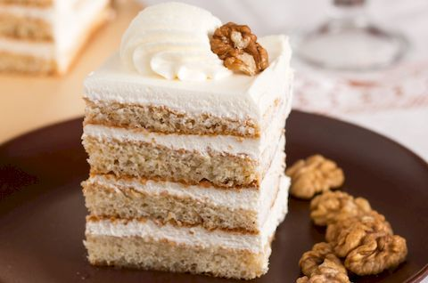 Кусок безглютенового пломбирного торта