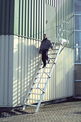 Лестница стационарная с платф., 11 ступ. 600 мм, из лёгк. металла, 45°