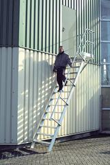 Лестница стационарная с платф., 14 ступ. 800 мм, из лёгк. металла, 60°