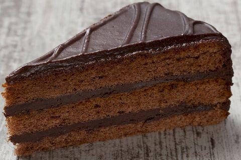 Классический вариант торта Прага, приготовлен без использования глютена