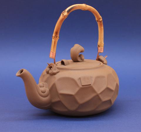 Чайник глиняный для кипячения Чаочжоу светлый с бамбуковой ручкой, 700мл