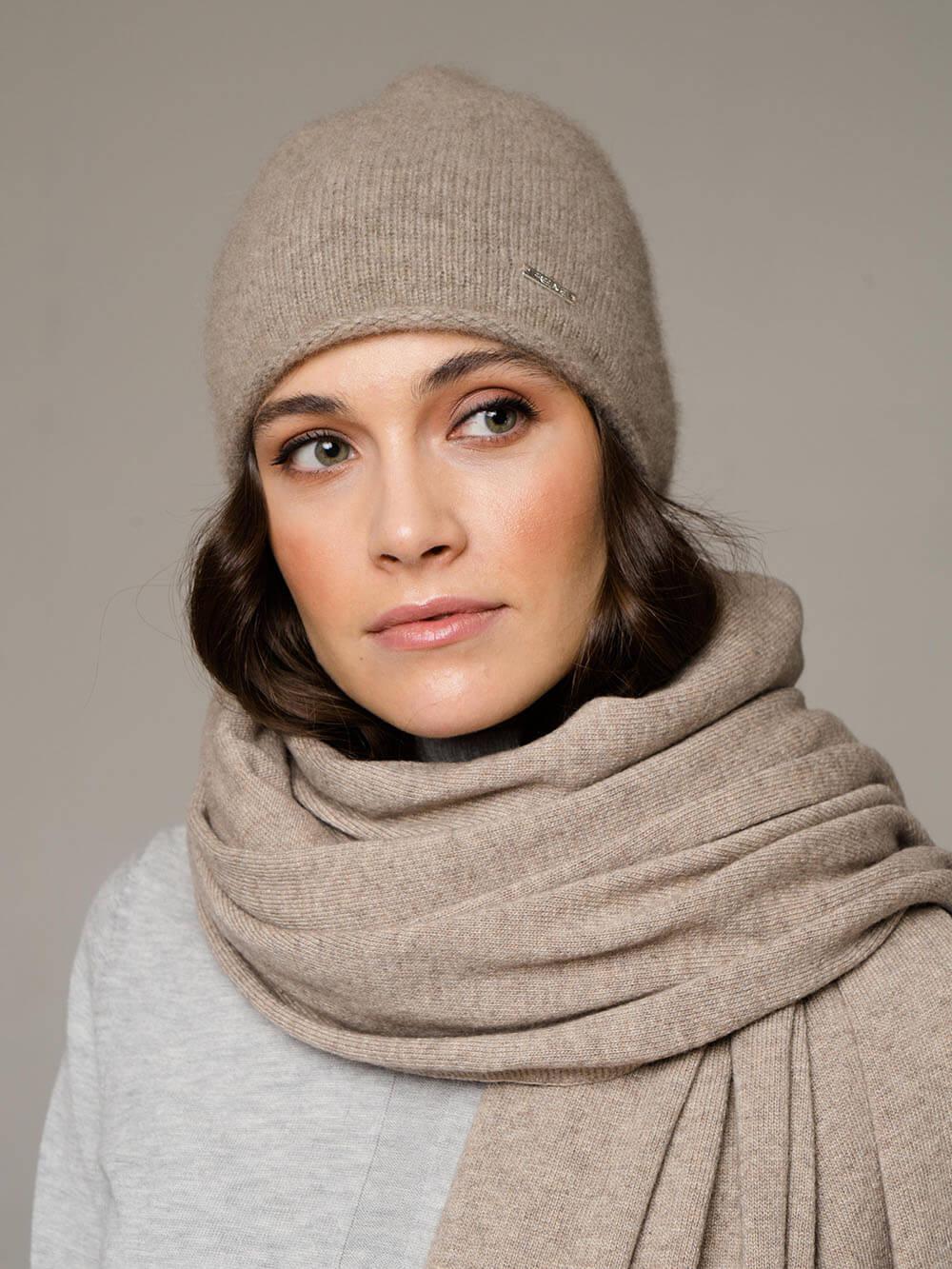 Женская шапка песочного цвета из 100% кашемира - фото 1