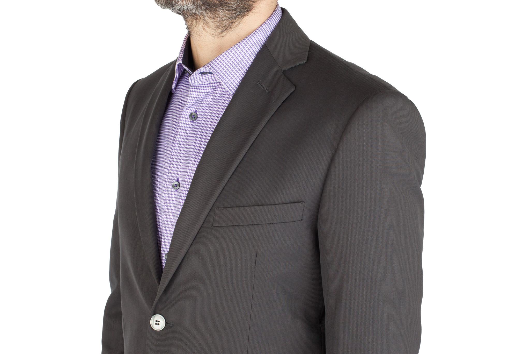 Тёмно-серый шерстяной костюм в еле заметную полоску, нагрудный карман