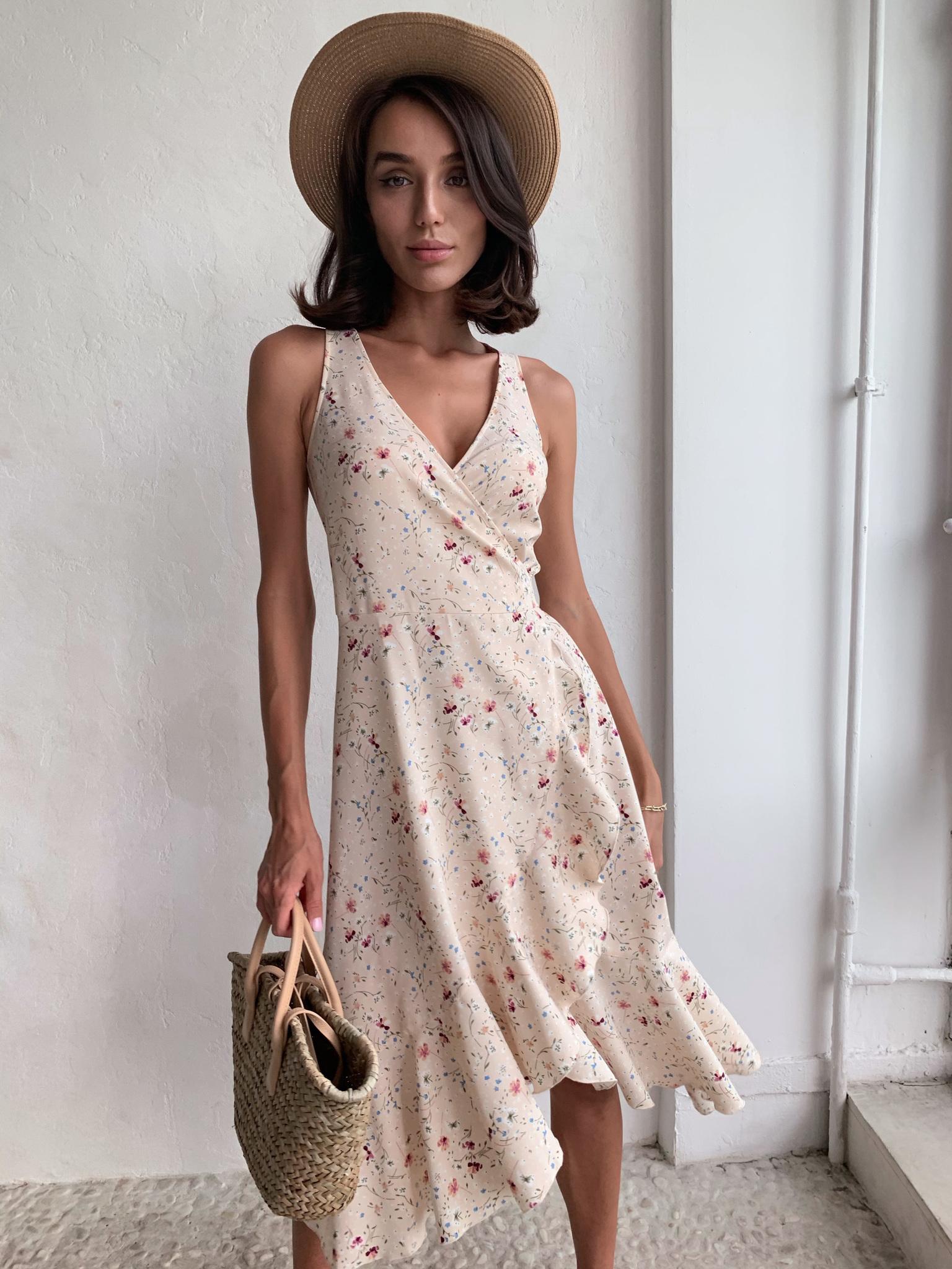 Платье на запах с V-вырезом (цветы на молочном)