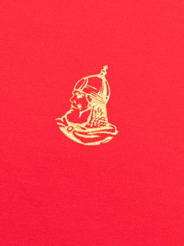 Водолазка красного цвета