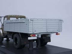 GAZ-3307 engine ZMZ-513 wooden board khaki gray Start Scale Models (SSM) 1:43