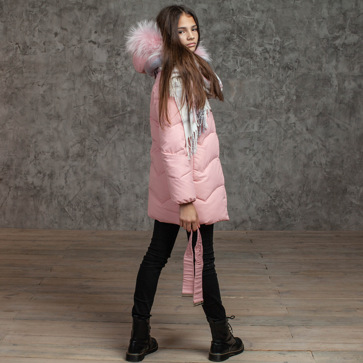 Зимнее подростковое пальто для девочек розового цвета