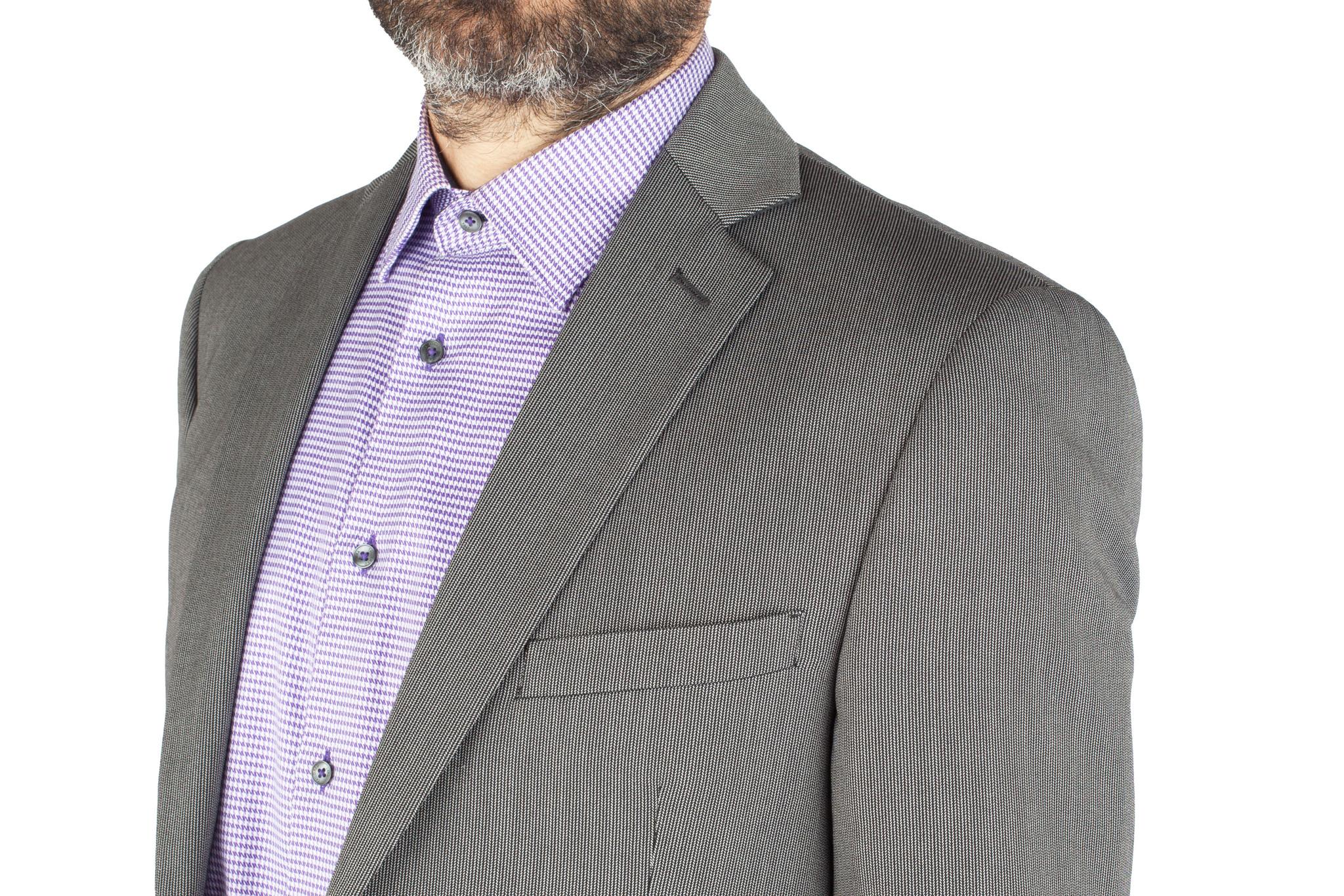 Светло-серый шерстяной костюм, нагрудный карман