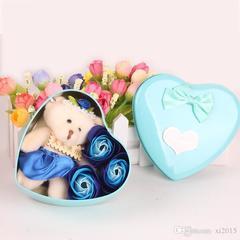 Мишка с розами из мыла подарочный набор