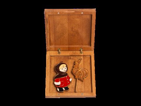 Подарочный набор из двух игрушек: Девочка, Петушок на палочке.