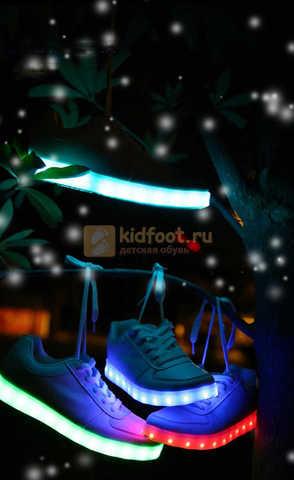 Светящиеся кроссовки с USB зарядкой Fashion (Фэшн) на шнурках, цвет белый, светится вся подошва. Изображение 23 из 29.