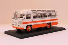 PAZ-672 white-red Classicbus 1:43