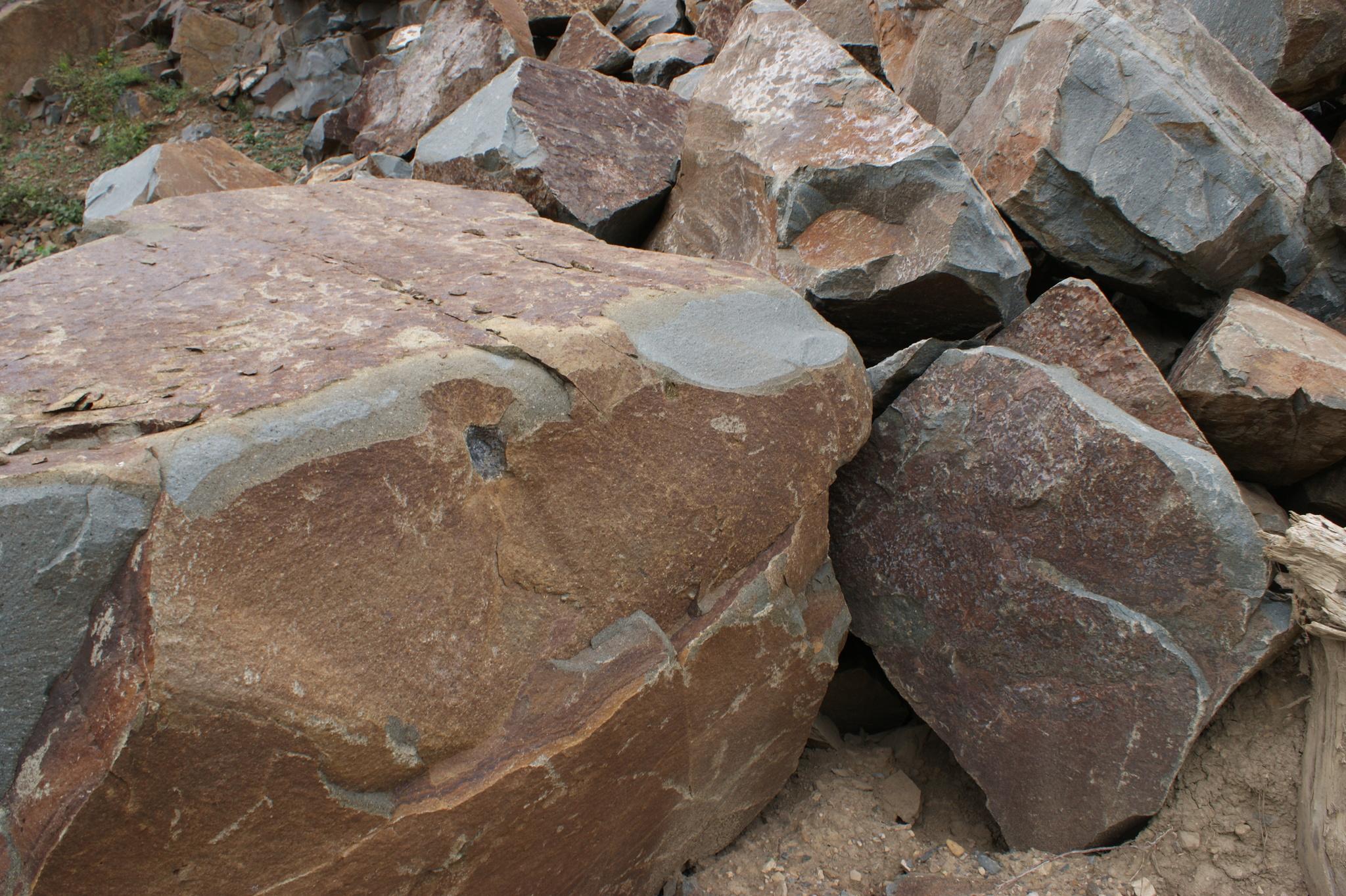 Скала Глыба камень декоративный Андезит