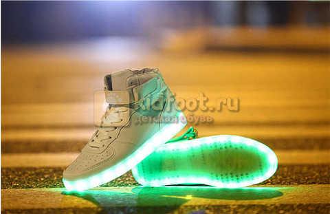 Светящиеся высокие кроссовки с USB зарядкой Fashion (Фэшн) на шнурках и липучках, цвет белый, светится вся подошва. Изображение 23 из 27.