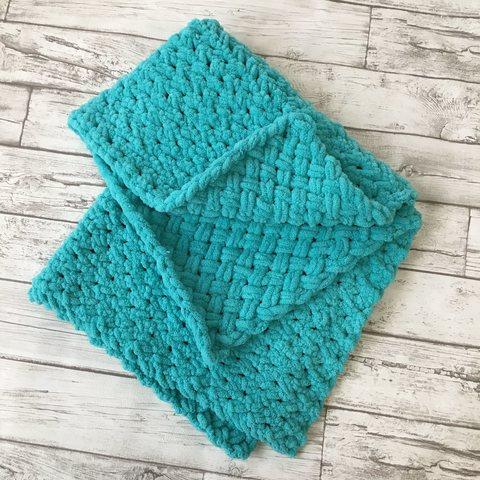 Плед-одеяло вязаный на выписку с кружевным уголком