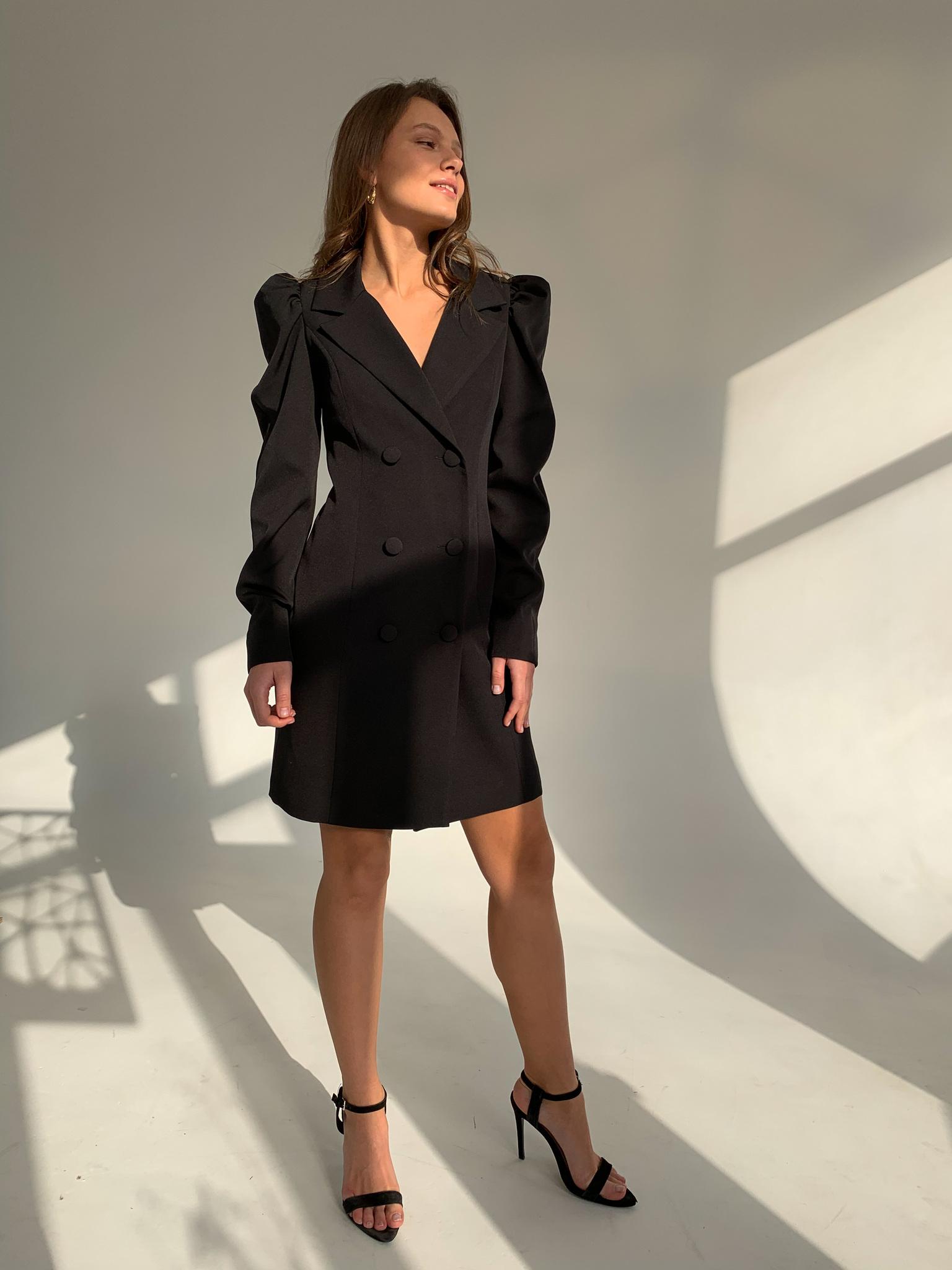 Платье-пиджак с объемным рукавом (черный)
