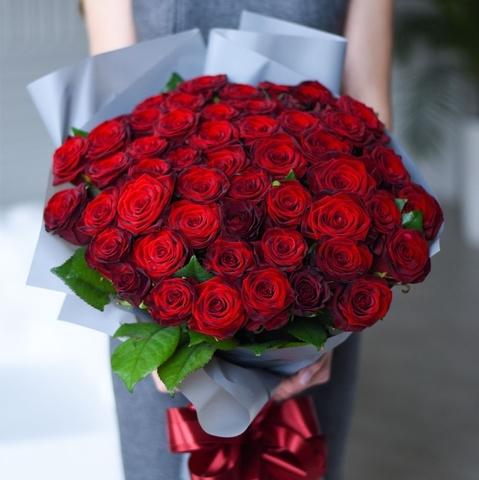 Букет 51 красная роза Red Naomi