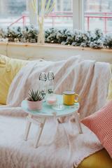 Складной столик нежно-бирюзового цвета